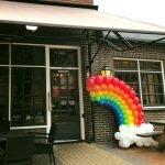 Regenboog ballonnen Goed Geaard Songfestival